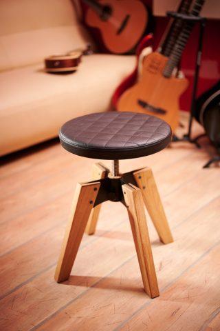 Vrtljiv kitarski stol 1969 iz hrasta in sedalom iz umetnega usnja, enojno prešitje