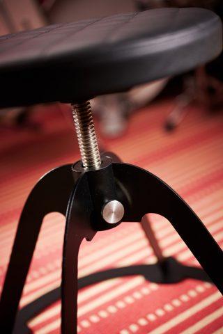 Spinner steel frame faux leather swivel guitar seat, inox detail